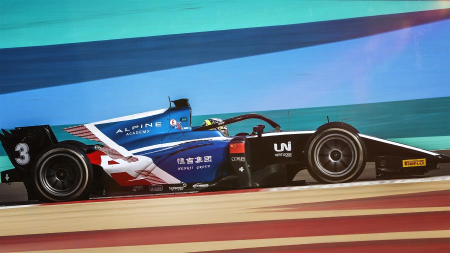 For the first race of 2021 in FIA Formula 2, KENNOL and Virtuosi Racing did good: pole position, double-podium, and victory. The Bahrain International Circuit saw the young Chinese talent Guanyu Zhou perform all weekend long. And in the same fashion, take the lead of the Drivers ranking, while the team lays in second position.