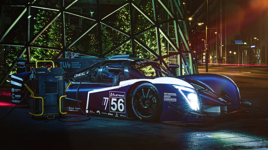 """Netherlands-based InMotion and KENNOL unveil what looks like the future of electric racing. And are on their way to break unprecedented records, with the exclusive concept of """"electric refueling"""", in 2 minutes!"""