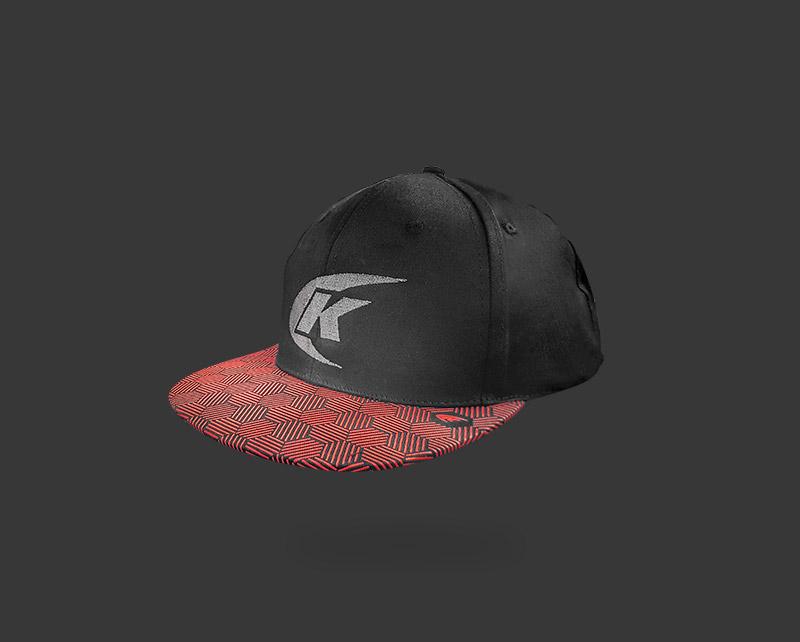 """KENNOL collezione capi: cappellino """"K""""."""